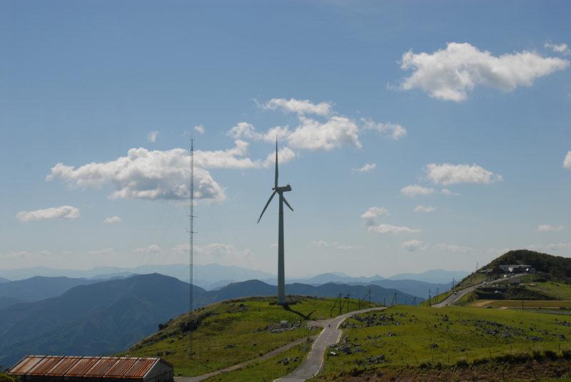 四国カルストと風車